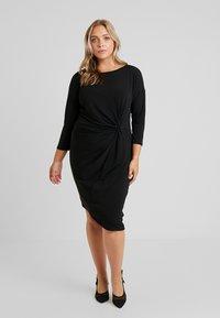 ONLY Carmakoma - CARAIDA 3/4 DRESS - Pouzdrové šaty - black - 0