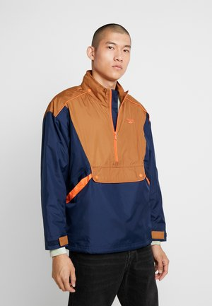 TRAIL JACKET - Vindjacka - collegiate navy/wild brown