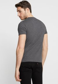 GANT - ORIGINAL SLIM V NECK - T-shirt - bas - anthracite - 2