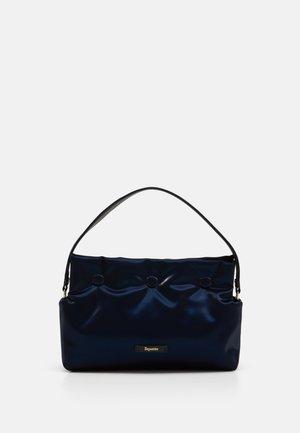 AVEC MOI - Taška spříčným popruhem - dark blue