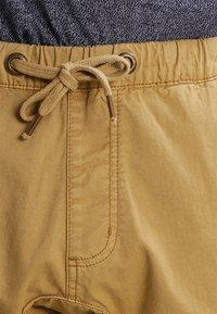 INDICODE JEANS - LEVI - Pantalones cargo - amber - 3
