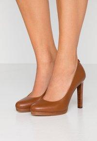 MICHAEL Michael Kors - ETHEL - High heels - luggage - 0