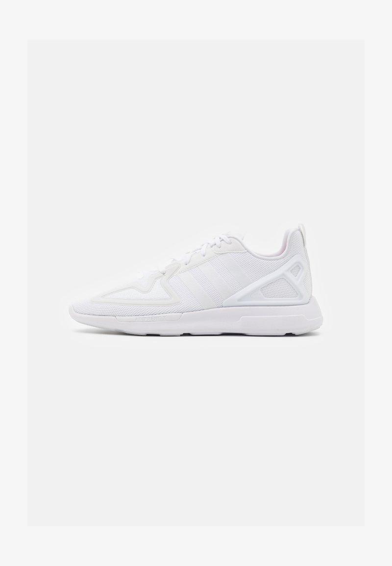 adidas Originals - ZX 2K FLUX UNISEX - Trainers - footwear white/grey one