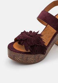 Chie Mihara - YANELA - Sandales à plateforme - zeus grape/shana red - 6