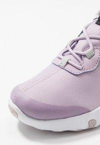 Nike Sportswear - RENEW 55  - Zapatillas - iced lilac/metallic silver/off noir/light smoke grey - 2