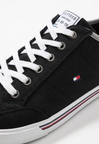 Tommy Hilfiger - CORE CORPORATE - Sneakers - black - 5
