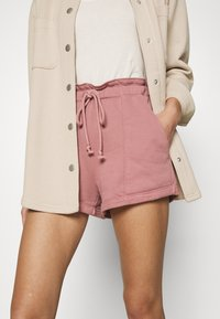 Abercrombie & Fitch - PAPERBAG SUM LEOPARD  - Shorts - rose - 3
