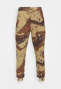 STAPLE PIGEON - UNISEX GARMENT - Pantalon de survêtement - beige - 4