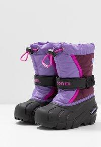 Sorel - YOUTH FLURRY - Zimní obuv - purple dahlia/paisley purple - 3