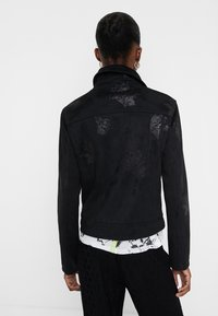 Desigual - CHAQ DELAWARE - Giacca in similpelle - black - 2