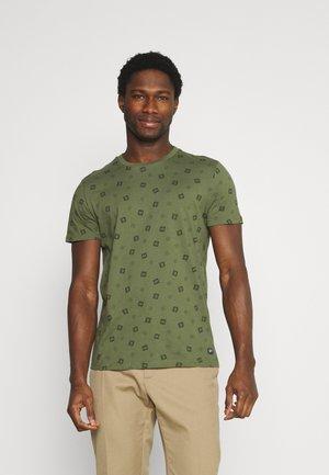 T-shirt med print - dusty army
