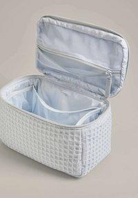 OYSHO - SQUARE WAFFLE - Wash bag - blue - 4