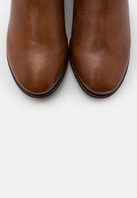 Steven New York - LYANA - Vysoká obuv - cognac - 5