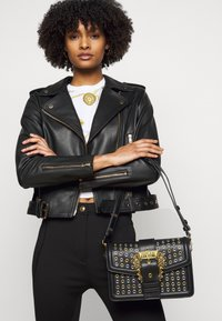 Versace Jeans Couture - SHOULDER BAG - Across body bag - nero - 0