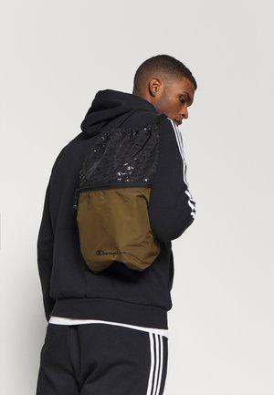 LEGACY GYMPACK - Sportovní taška - olive/black