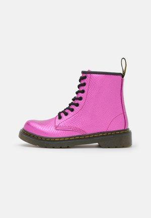 1460  - Šněrovací kotníkové boty - pink