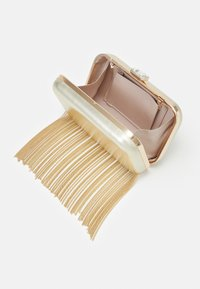 Forever New - FREDERICA CHAIN FRINGE - Clutch - gold-coloured - 2