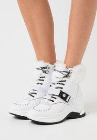 Liu Jo Jeans - KARLIE REVOLUTION - Boots à talons - white - 0