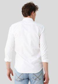 Scalpers - Camisa - white - 2