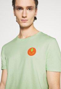 YOURTURN - UNISEX - Print T-shirt - green - 3
