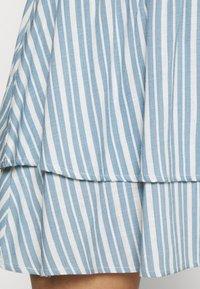 ONLY - ONLAURORA SMOCK LAYERED SKIRT - Minifalda - bright white/faded denim - 3