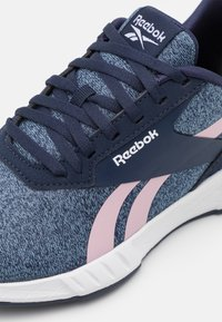 Reebok - LITE PLUS 2.0 - Neutral running shoes - vector navy/blue/clay pink - 5