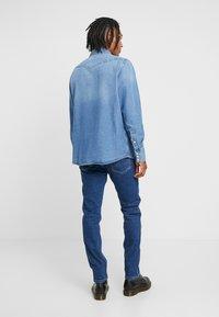 Wrangler - 11MWZ - Straight leg jeans - blue denim - 3