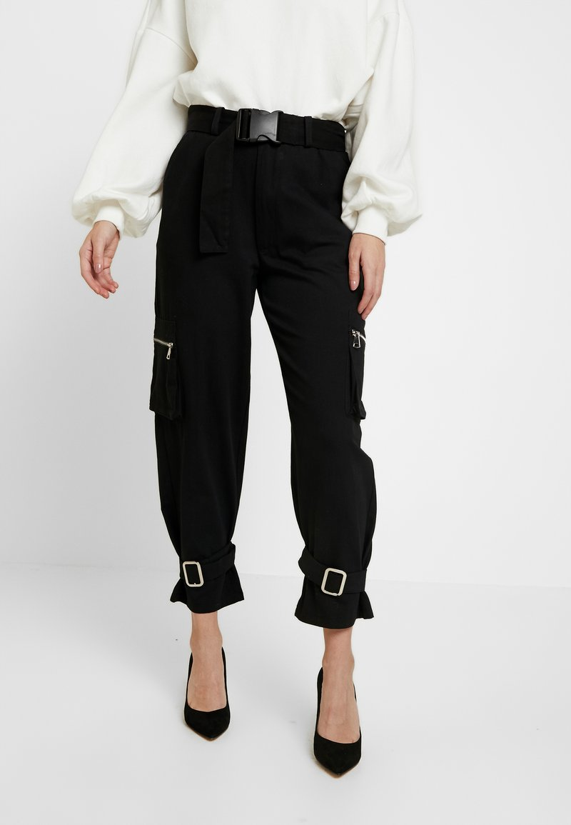 Missguided Petite - UTILITY POCKET BUCKLE TROUSERS - Pantalones - black
