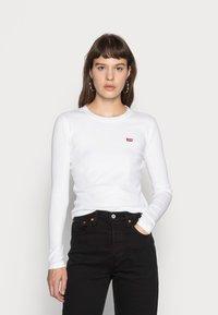 Levi's® - LS BABY TEE - T-shirt à manches longues - white - 0