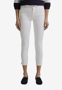 Esprit - MR CAPRI - Pantaloni - white - 6