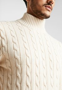 Selected Homme - SLHRYAN STRUCTURE HIGH NECK - Strickpullover - white melange - 5