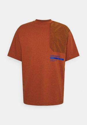 T-shirt imprimé - dark russet/game royal