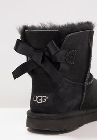 UGG - MINI BAILEY BOW II - Korte laarzen - black - 5