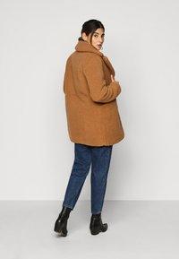Vero Moda Petite - VMDONNA TEDDY - Zimní bunda - tobacco brown - 2