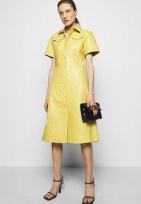 Proenza Schouler White Label - DRESS - Paitamekko - citron - 4