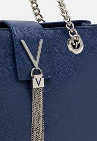 Valentino by Mario Valentino - DIVINA - Handbag - blu - 3