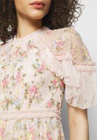 Needle & Thread - EMMA DITSY MINI DRESS - Koktejlové šaty/ šaty na párty - strawberry icing - 5