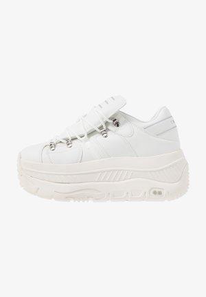 CRASH - Trainers - white
