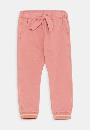 THILDE TROUSERS - Teplákové kalhoty - light pink