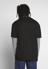 Urban Classics - DOUBLE LAYER STRIPED TEE - Langærmede T-shirts - black - 2