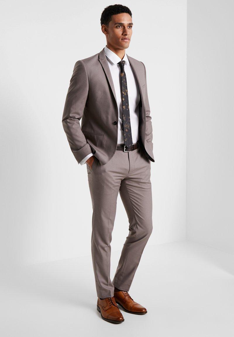 Viggo - GOTHENBURG SUIT - Suit - taupe