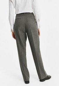 WE Fashion - DAMES GEMÊLEERDE - Suit trousers - blended dark grey - 3