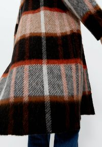 Uterqüe - Classic coat - black - 4