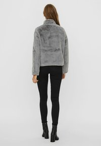 Vero Moda - VMTHEA SHORT JACKET - Winter jacket - frost gray - 2