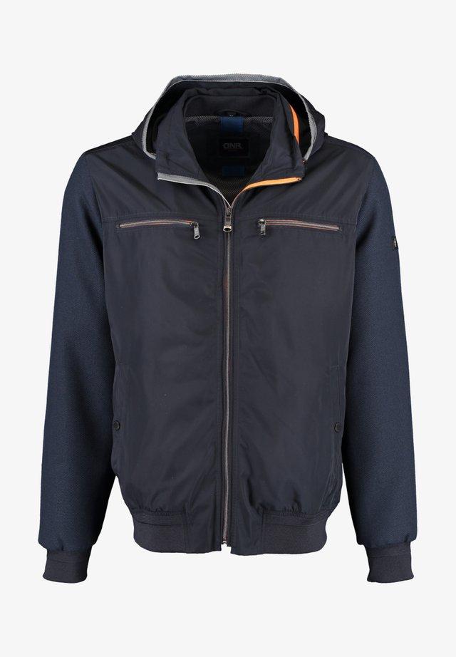 MIT STEHKRAGEN UND KAPUZE - Light jacket - dark blue