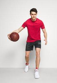 Jordan - DRY AIR - Basic T-shirt - gym red/black - 4