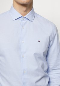 Tommy Hilfiger Tailored - WASHED OXFORD CLASSIC SLIM - Formal shirt - blue - 5