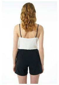 Auden Cavill - Shorts - schwarz - 1