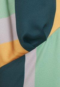 Closet - CLOSET GATHERED KIMONO DRESS - Cocktail dress / Party dress - green - 2