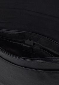 Pier One - Across body bag - black - 3